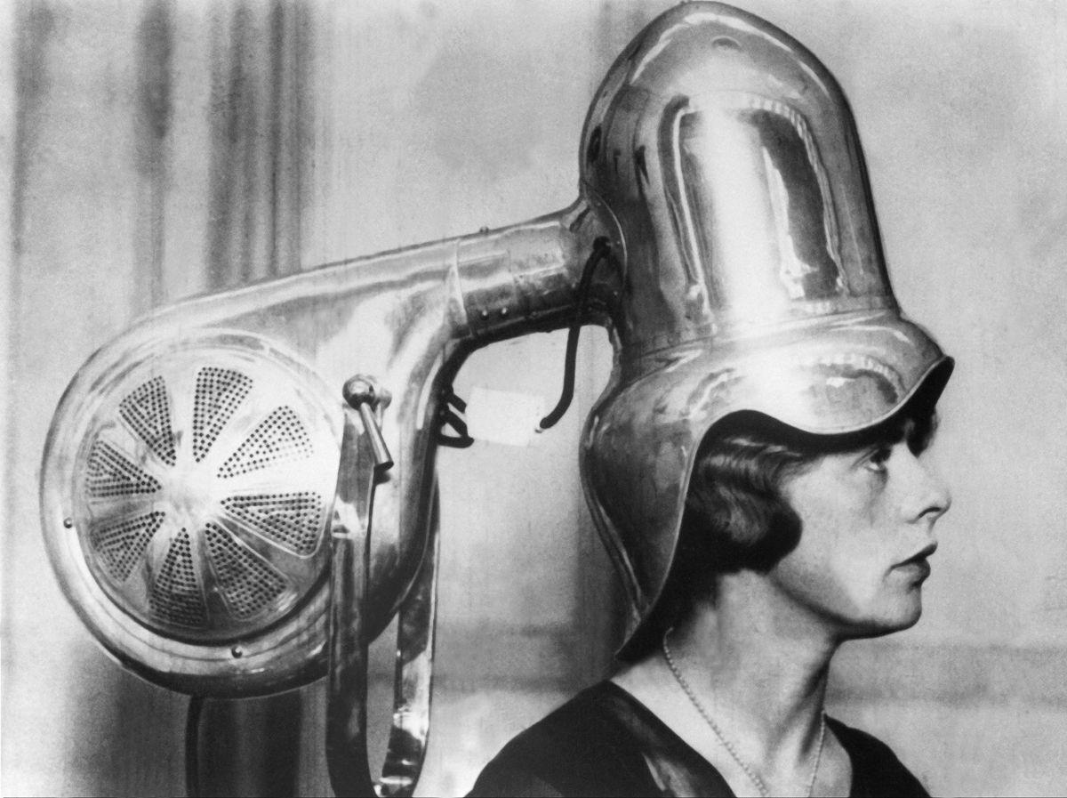 I primi phon: come si asciugavano i capelli negli anni '30