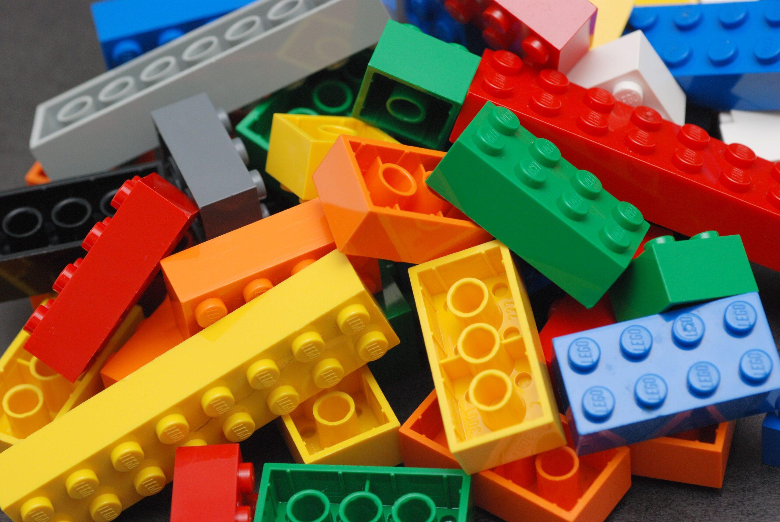 Costruisci casa fai da te con Lego e Meccano
