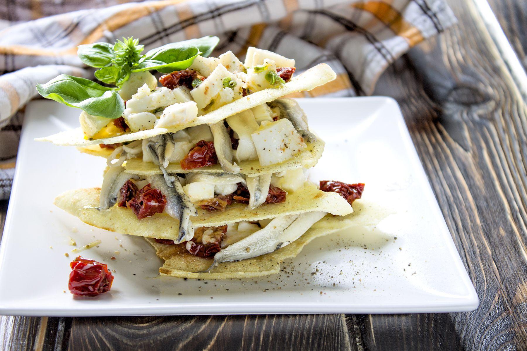 mille-sfoglie-di-pane-carasau-con-alici-marinate-contemporaneo-food