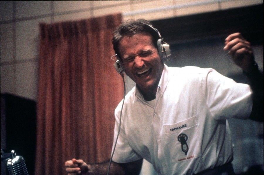 still-of-robin-williams-in-good-morning,-vietnam-(1987)-large-picture