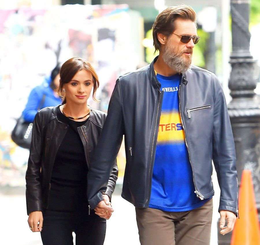 1443539255_jim-carrey-cathriona-white-zoom