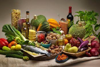 Dieta mediterranea e mangiare poco: il segreto per una vita lunga e in salute