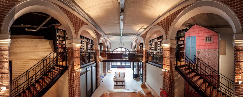 Dormire in un tram o in una libreria all hotel not hotel for Stanze ad amsterdam