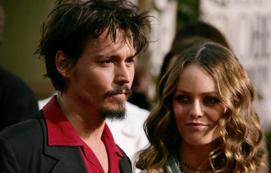 BEVERLY HILLS, CA - JANUARY 16: (L-R) Actor Johnny Depp and wife Vanessa Paradis arrives to the 63rd Annual Golden Globe Awards at the Beverly Hilton on January 16, 2006 in Beverly Hills, California. (Photo by Frazer Harrison/Getty Images)