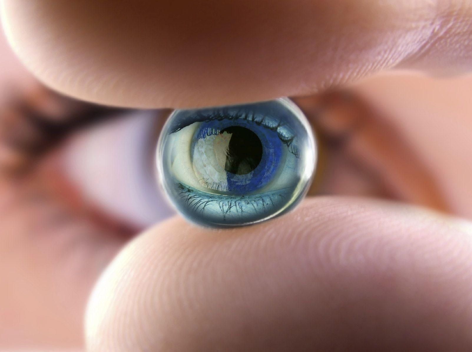 Addio occhiali, arrivano le lenti bioniche