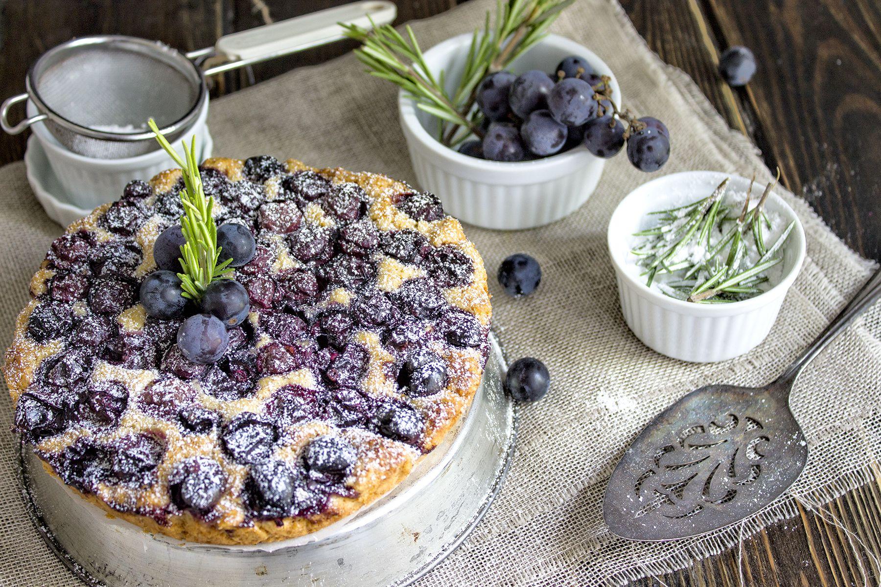 La ricetta della torta all'uva fragola