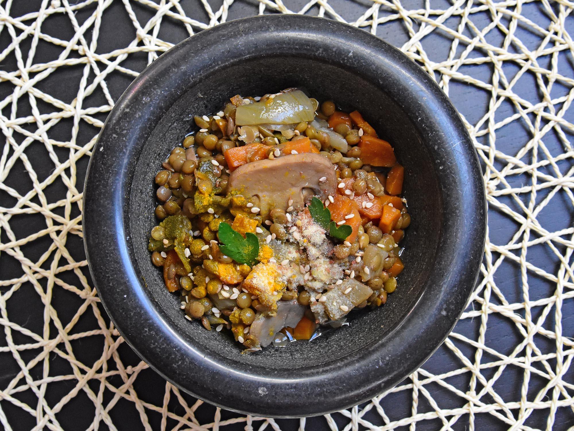 Zuppa masala con lenticchie rosse