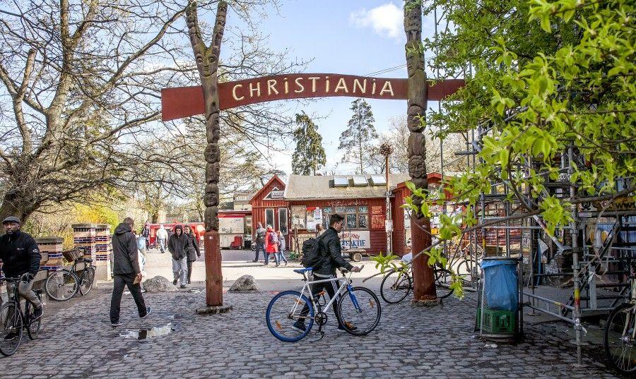 Indgang, Christiania, København Foto: News Øresund - Peter Mulvany © News Øresund(CC BY 3.0)Detta verk av News Øresund är licensierat under en Creative Commons Erkännande 3.0 Unported-licens (CC BY 3.0). Bilden får fritt publiceras under förutsättning att källa anges. The picture can be used freely under the prerequisite that the source is given. News Øresund, Malmö, Sweden.www.newsoresund.org.News Øresund är en oberoende regional nyhetsbyrå som ingår i projektet Øresund Media Platform som drivs av Øresundsinstituttet i partnerskap med Lunds universitet och Roskilde Universitet och med delfinansiering från EU (Interreg IV A Öresund) och 14 regionala; icke kommersiella aktörer.