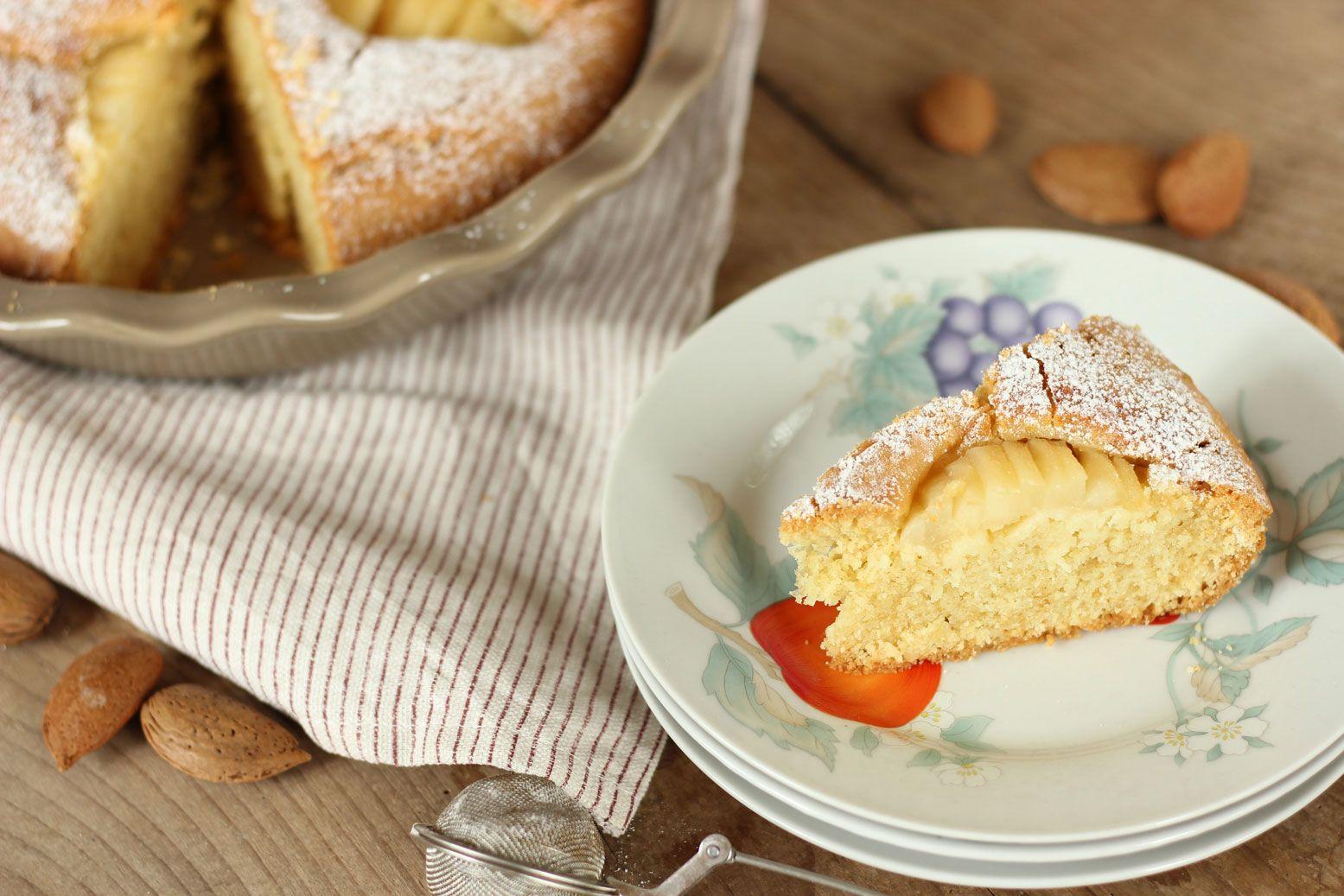 La ricetta della torta alle mandorle e pere