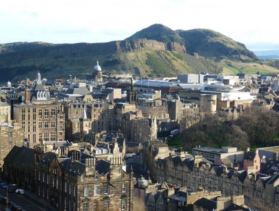 Arthur's Seat sullo sfondo di Edimburgo