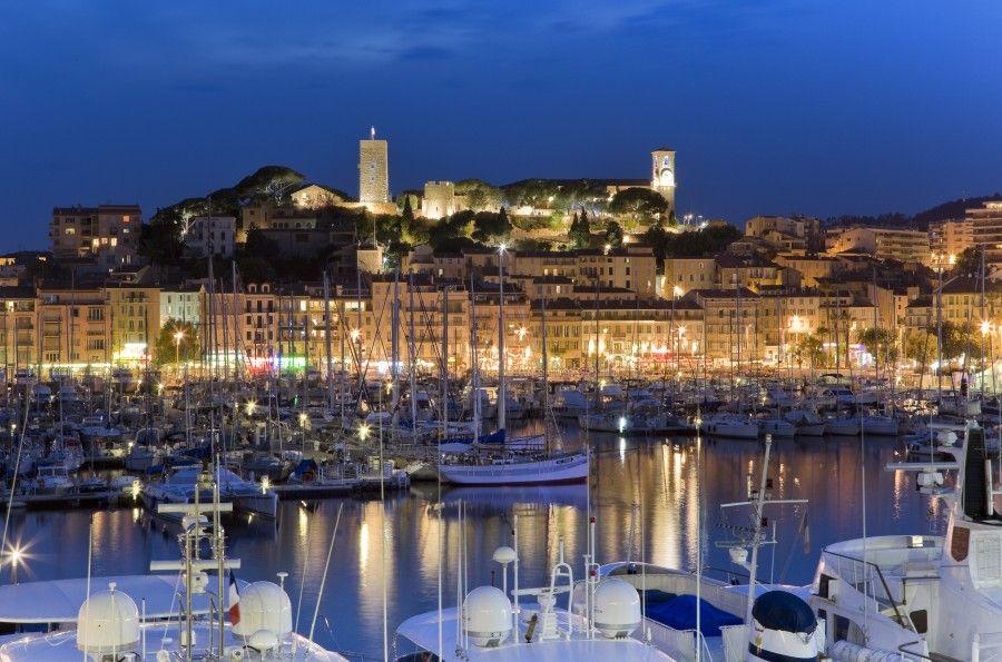 Il castello di Cannes illuminato