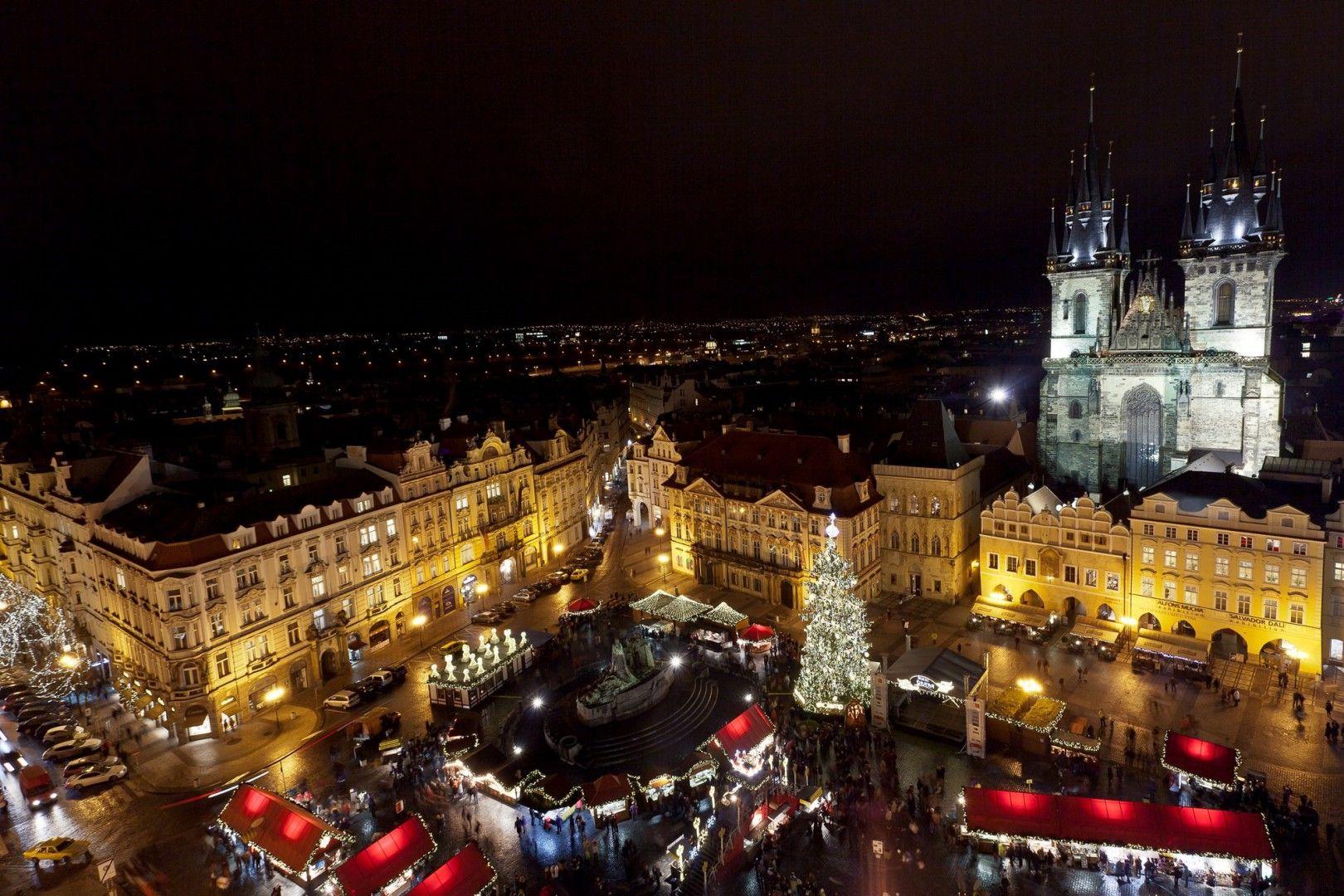 Piazza-della-Città-Vecchia-a-Praga