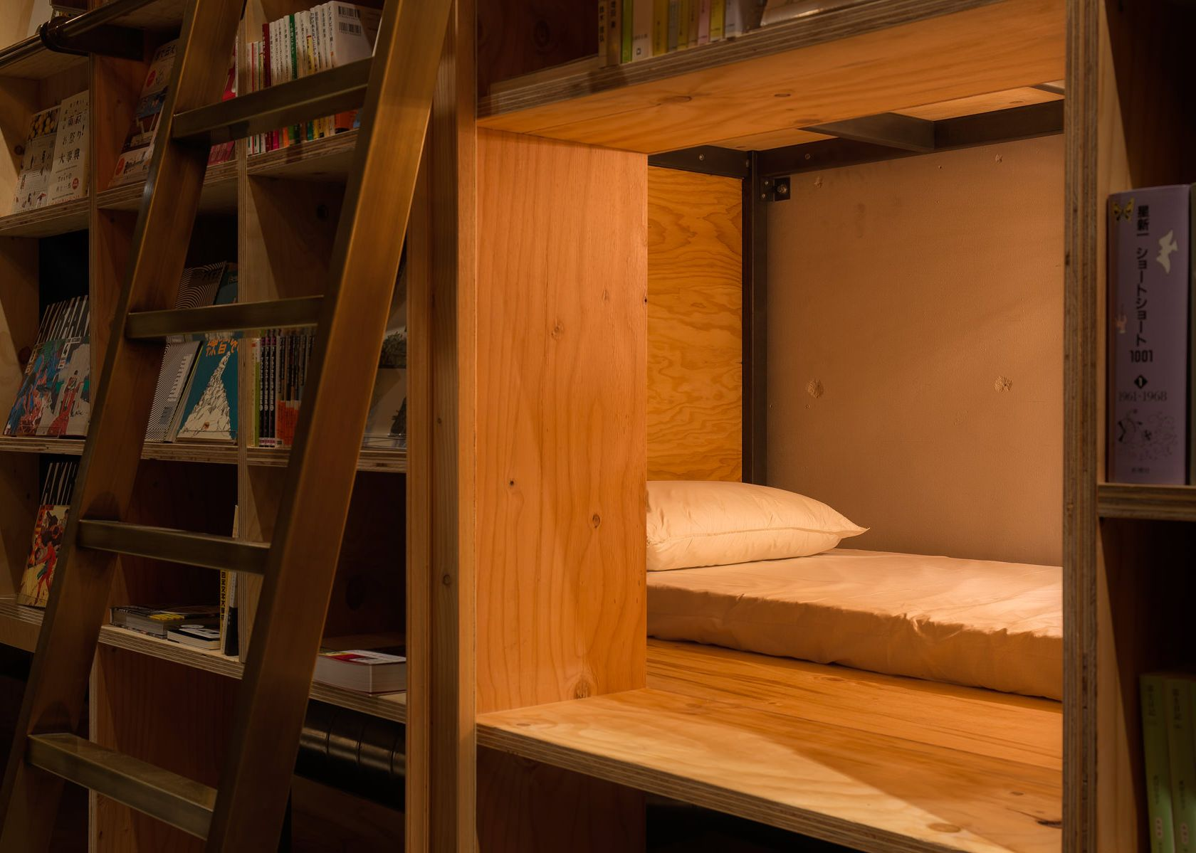book-and-bed-tokyo4