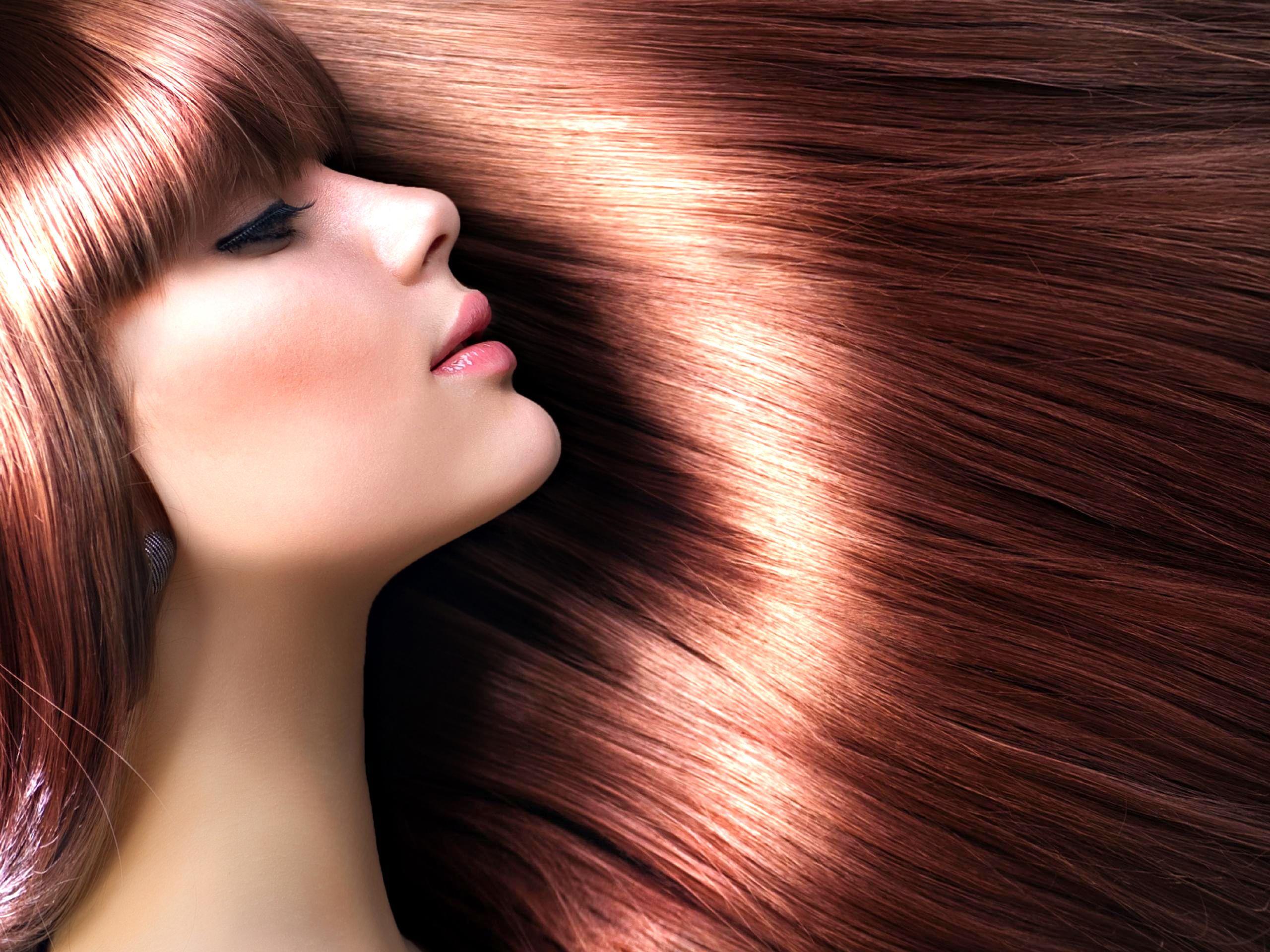 10 metodi naturali per avere i capelli lucidi