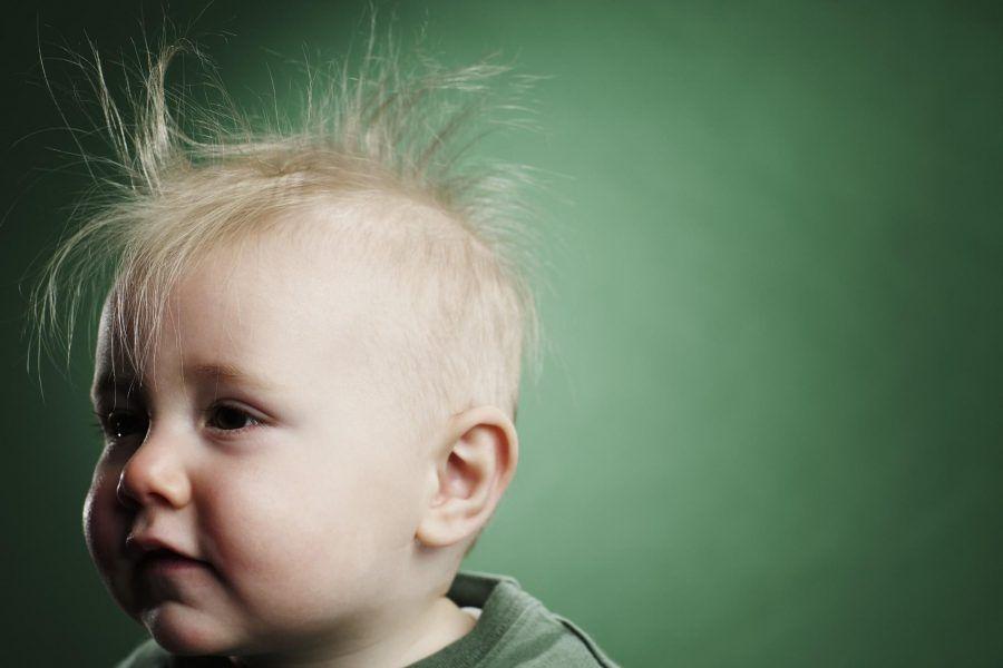 Cosa determina il colore dei capelli di un bambino