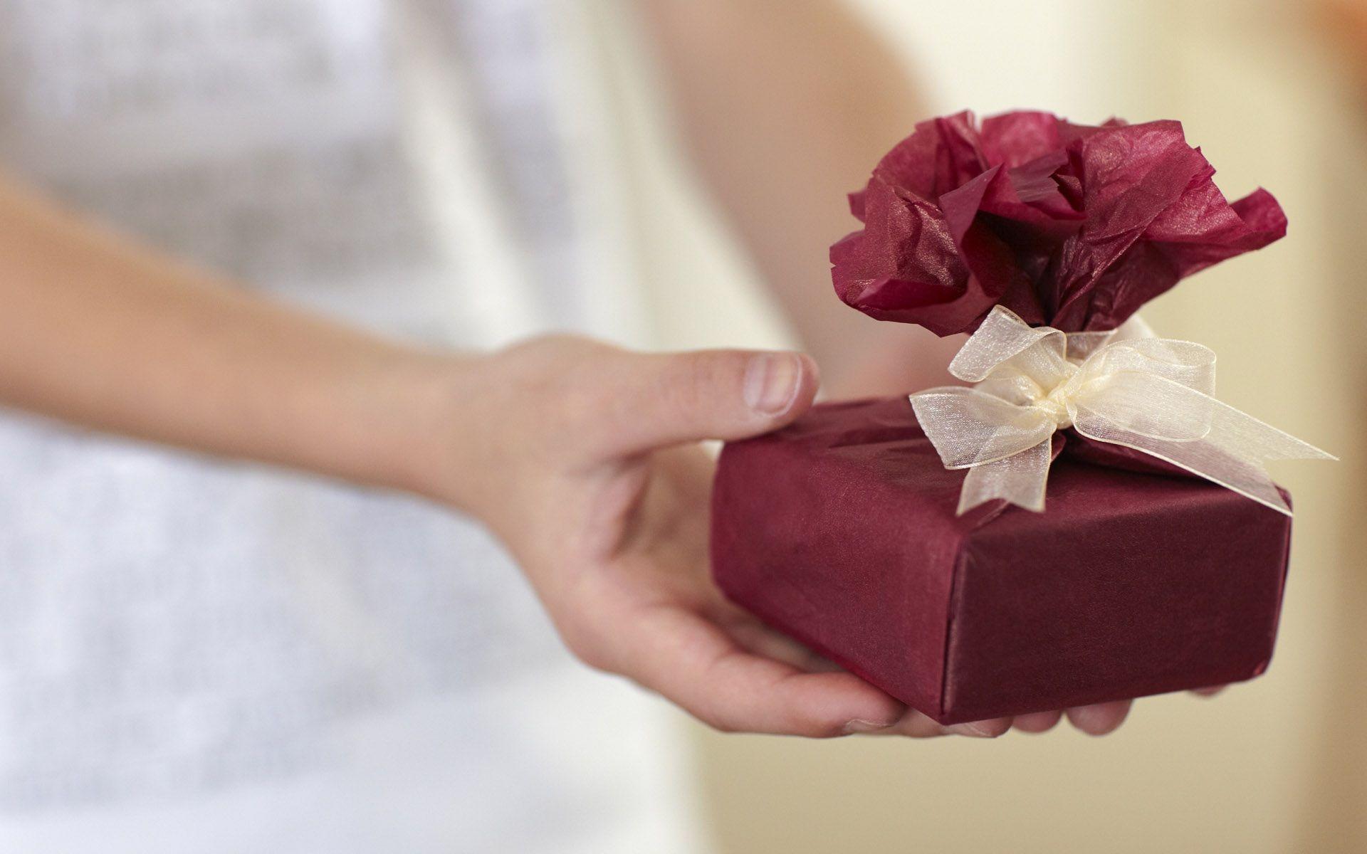 7 idee per confezionare i regali di Natale