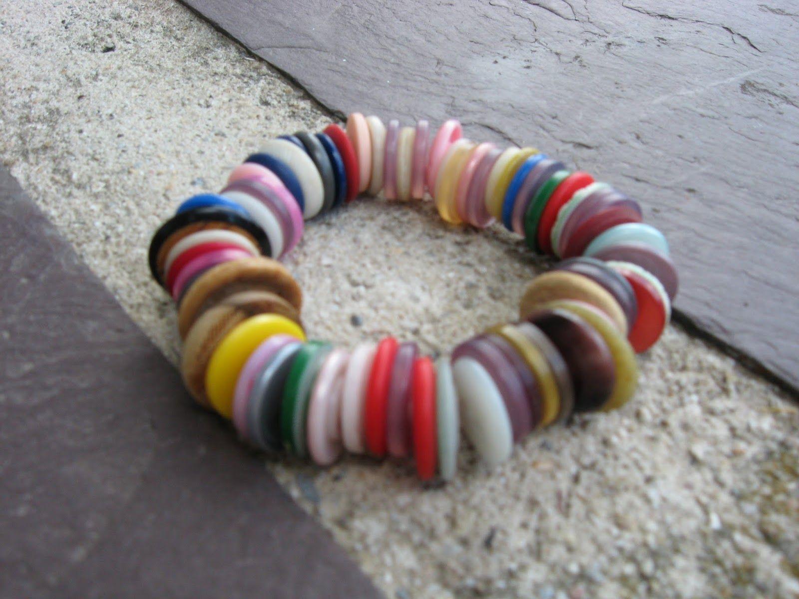 riciclare-bottoni-braccialetto