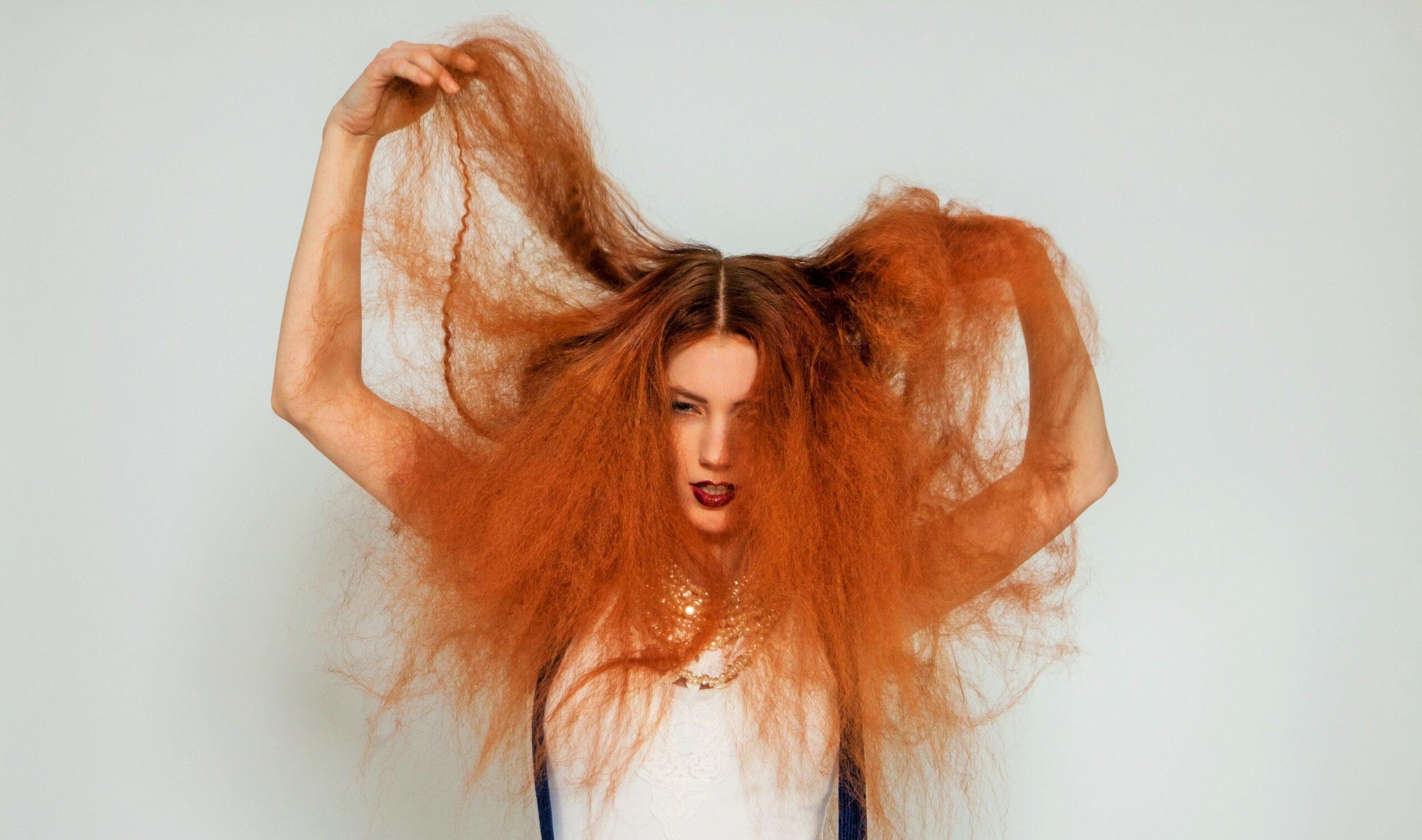 """Addio capelli """"elettrici"""": ecco come averli sempre in ordine"""