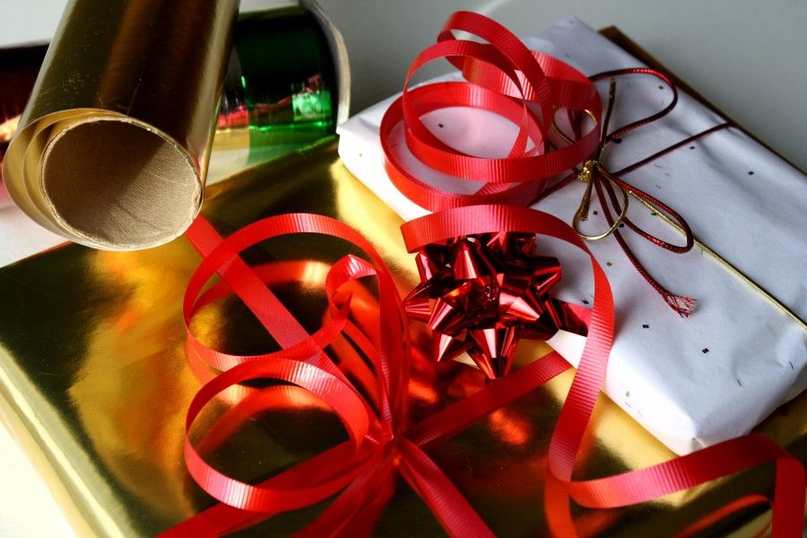 wrapping_christmas_presents