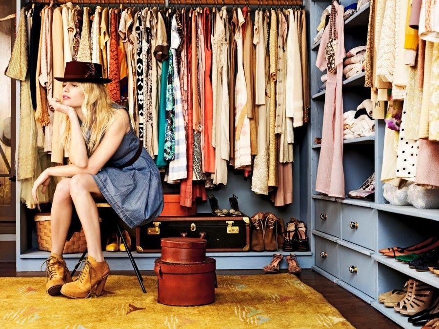 Amore donna e cabina armadio