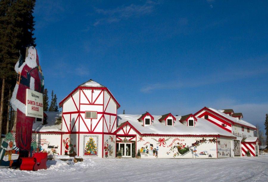 Santa-Claus-House-07