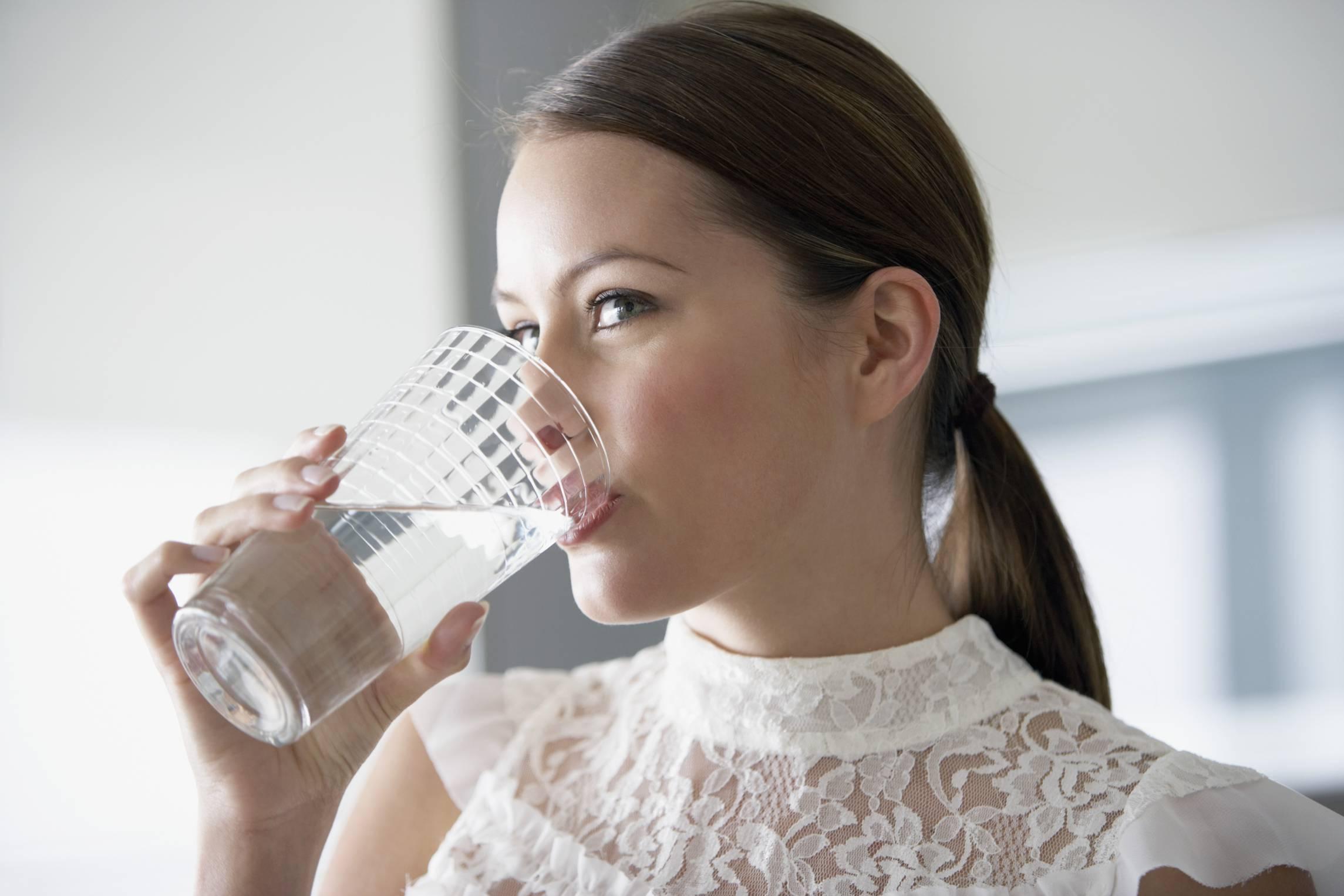 7 buoni motivi per bere acqua calda al mattino a digiuno