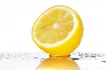 Segui la dieta del limone e in una settimana dirai addio alla pancia gonfia