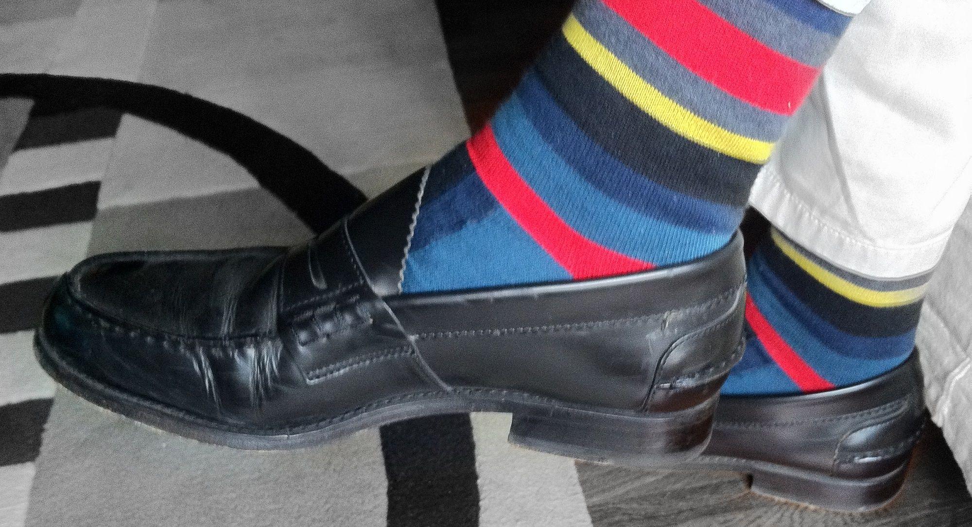 Le calze a vista sono glamour o kitsch?