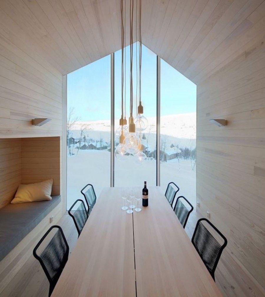 Split View Mountain Lodge. Sala da pranzo con vista