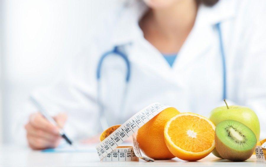 la dieta del minestrone è sconsigliata a chi fa attività fisica intensa, ma anche a chi soffre di diabete, disturbi alimentari, problemi di fegato e reni