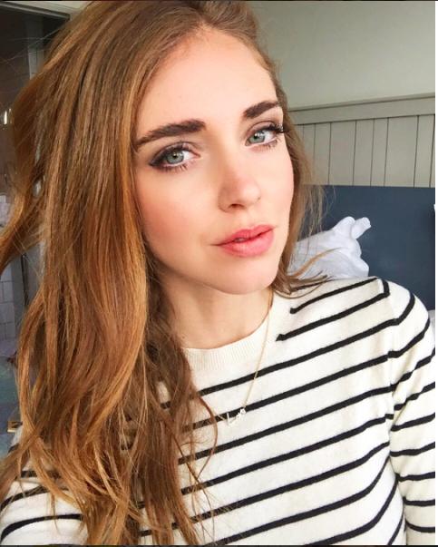 Chiara Ferragni è sempre molto brava nel trovare la giusta luce per i suoi selfie