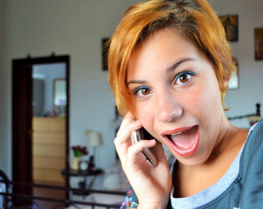 le chiacchiere al telefono tra amiche sono imprescindibili