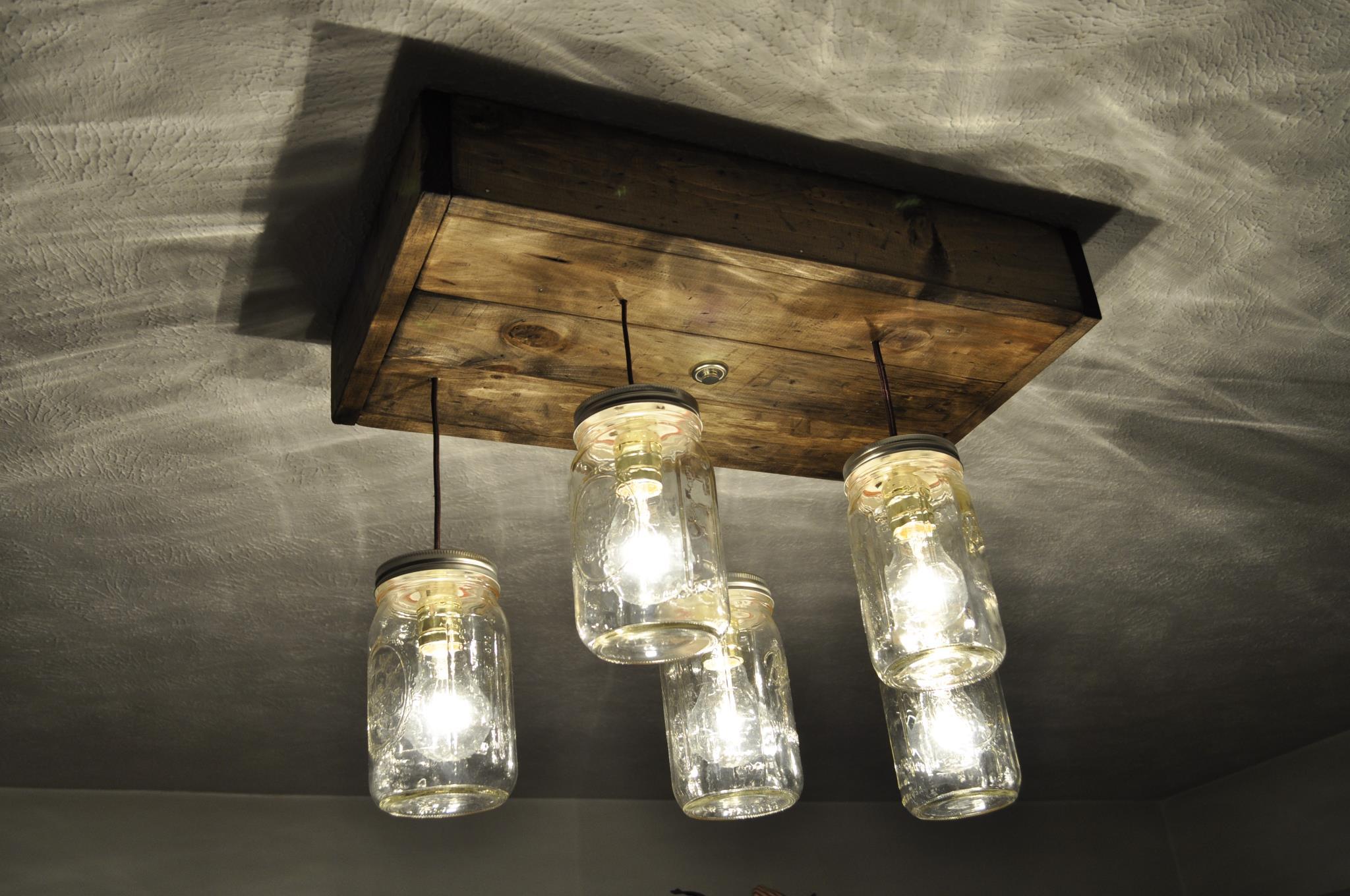 Lampadari DIY: tante idee per illuminare la casa