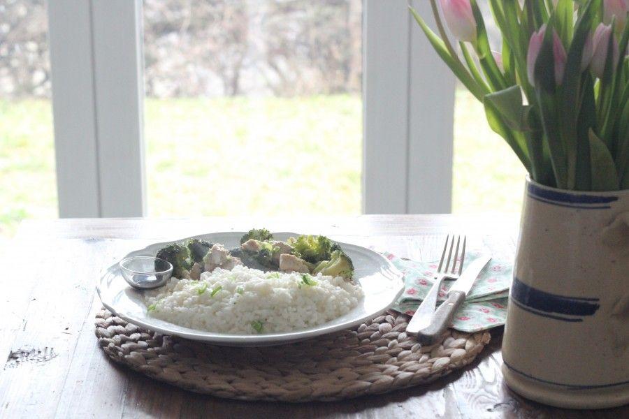 Pollo al sesamo con broccoli e riso