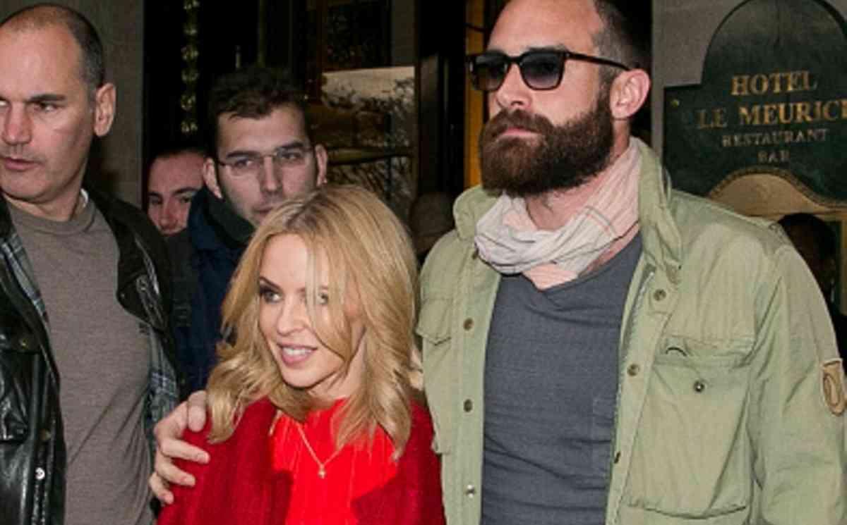 Kylie Minogue e Joshua Sasse1