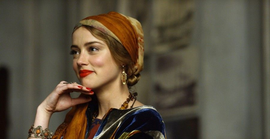 Amber Heard stars as Ulla in Tom Hooper's THE DANISH GIRL, released by Focus Features. Credit: Focus Features