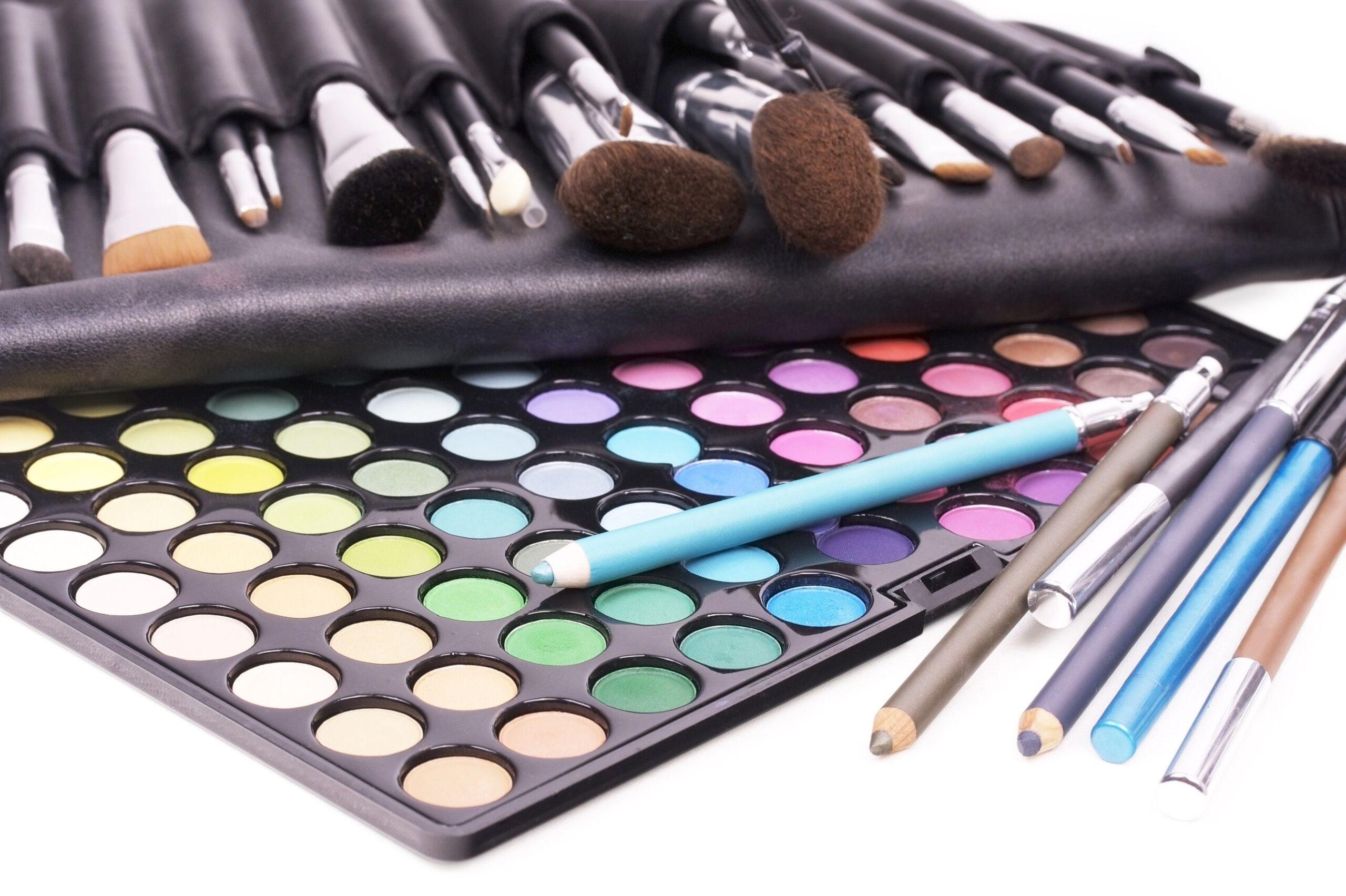 DIY: come creare contenitori per il makeup (video)