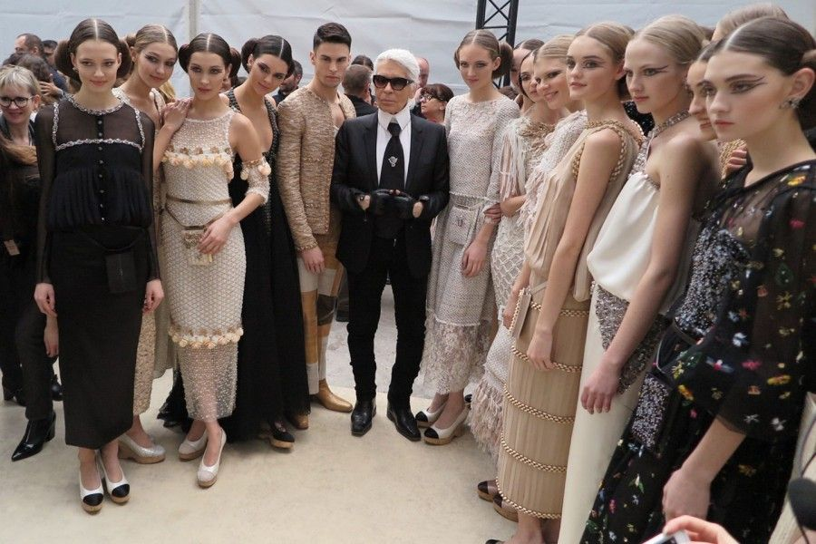 le modelle chanel alla sfilata Haute Coutour con l'hairstyle di Sam Mckinght