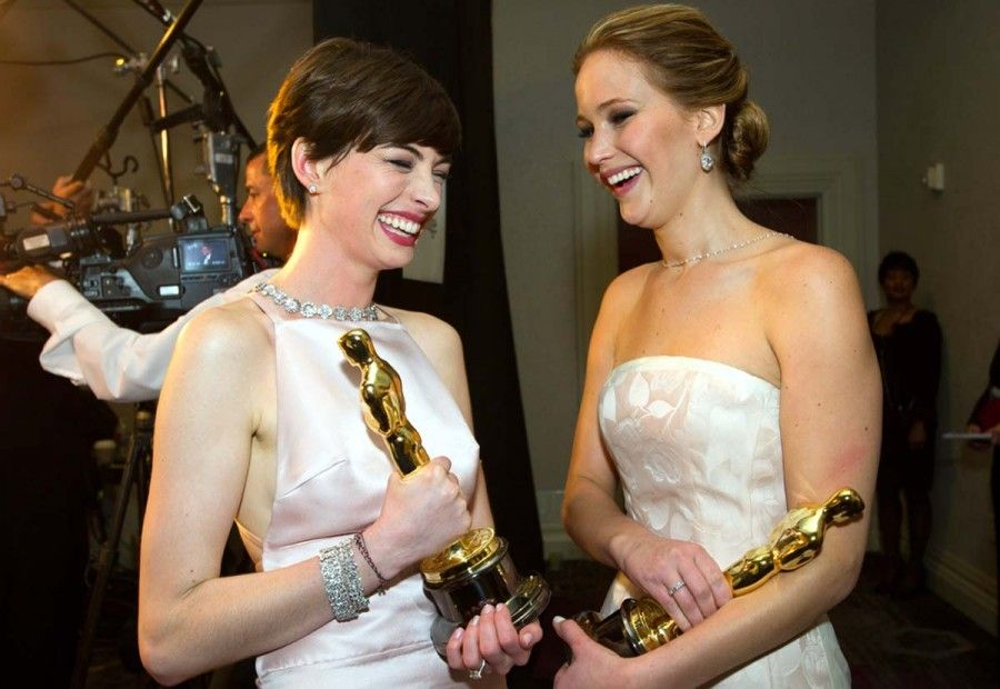 jennifer-lawrence-anne-hathaway