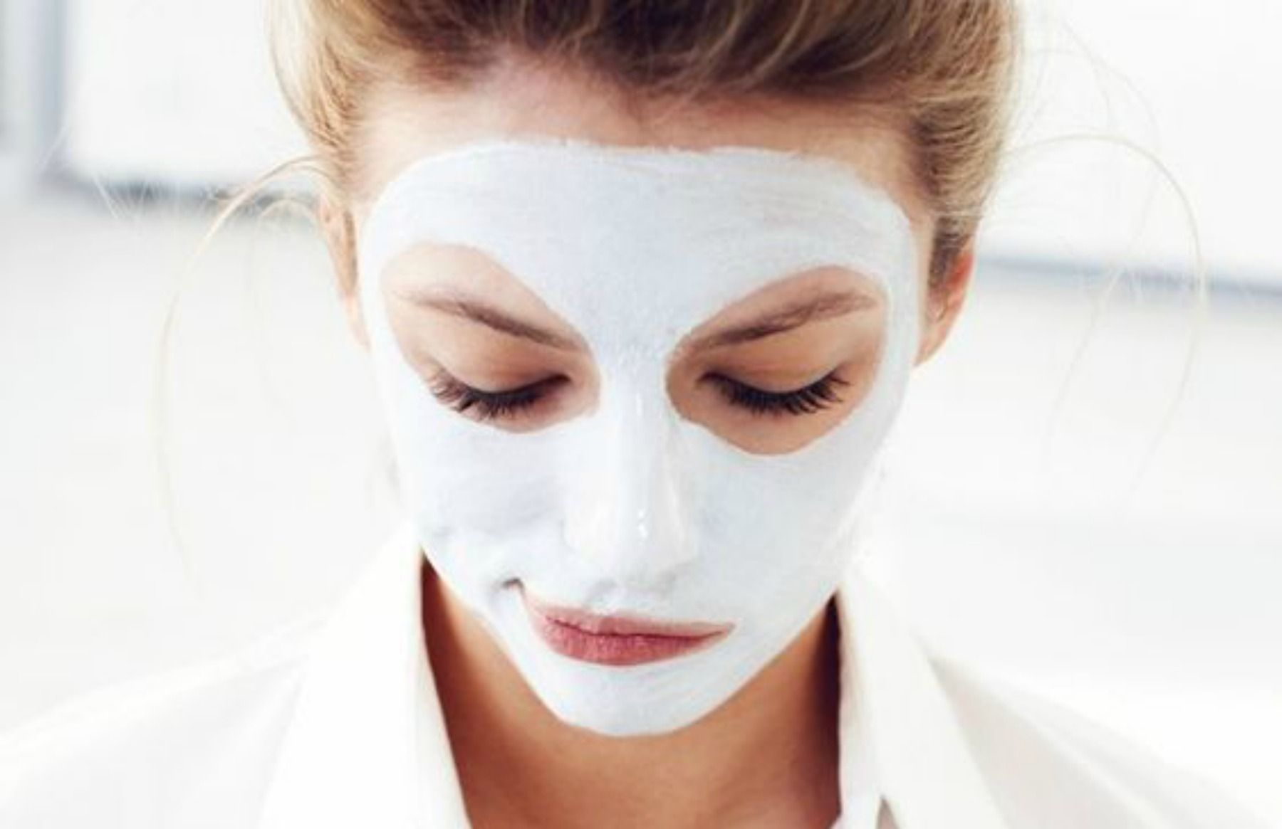 Perchè dovresti applicare una maschera fatta con l'albume d'uovo sul viso