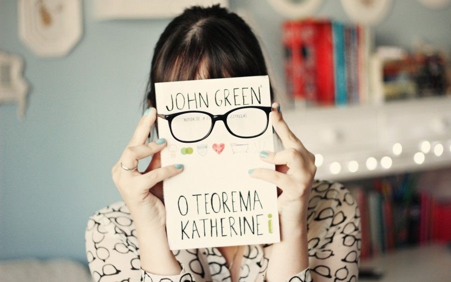 mood-girl-book-glasses