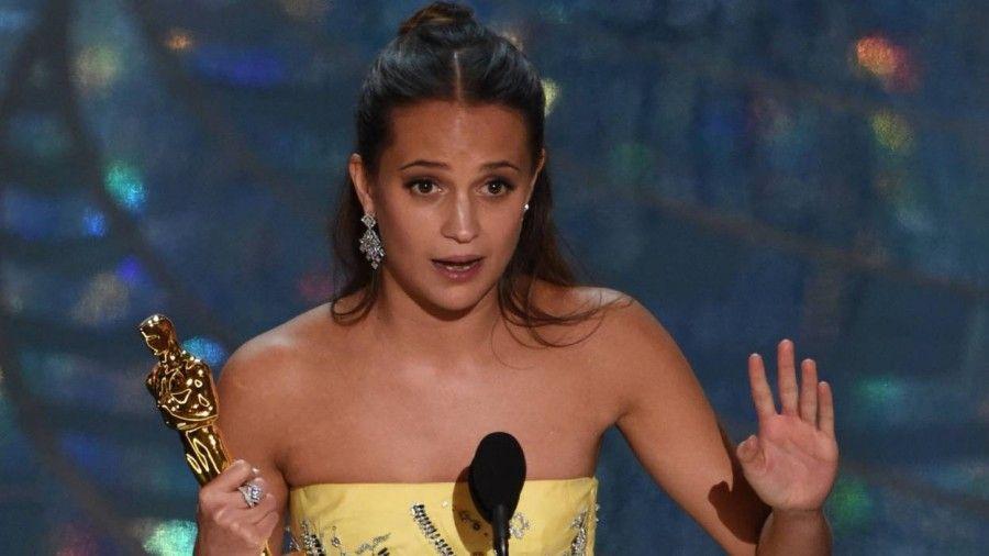 Alicia Vikander vince l'Oscar per The danish girl