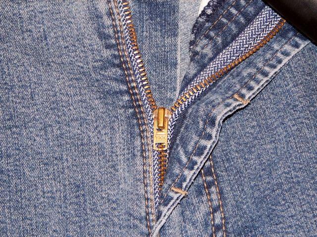 Lacca per capelli sulla zip