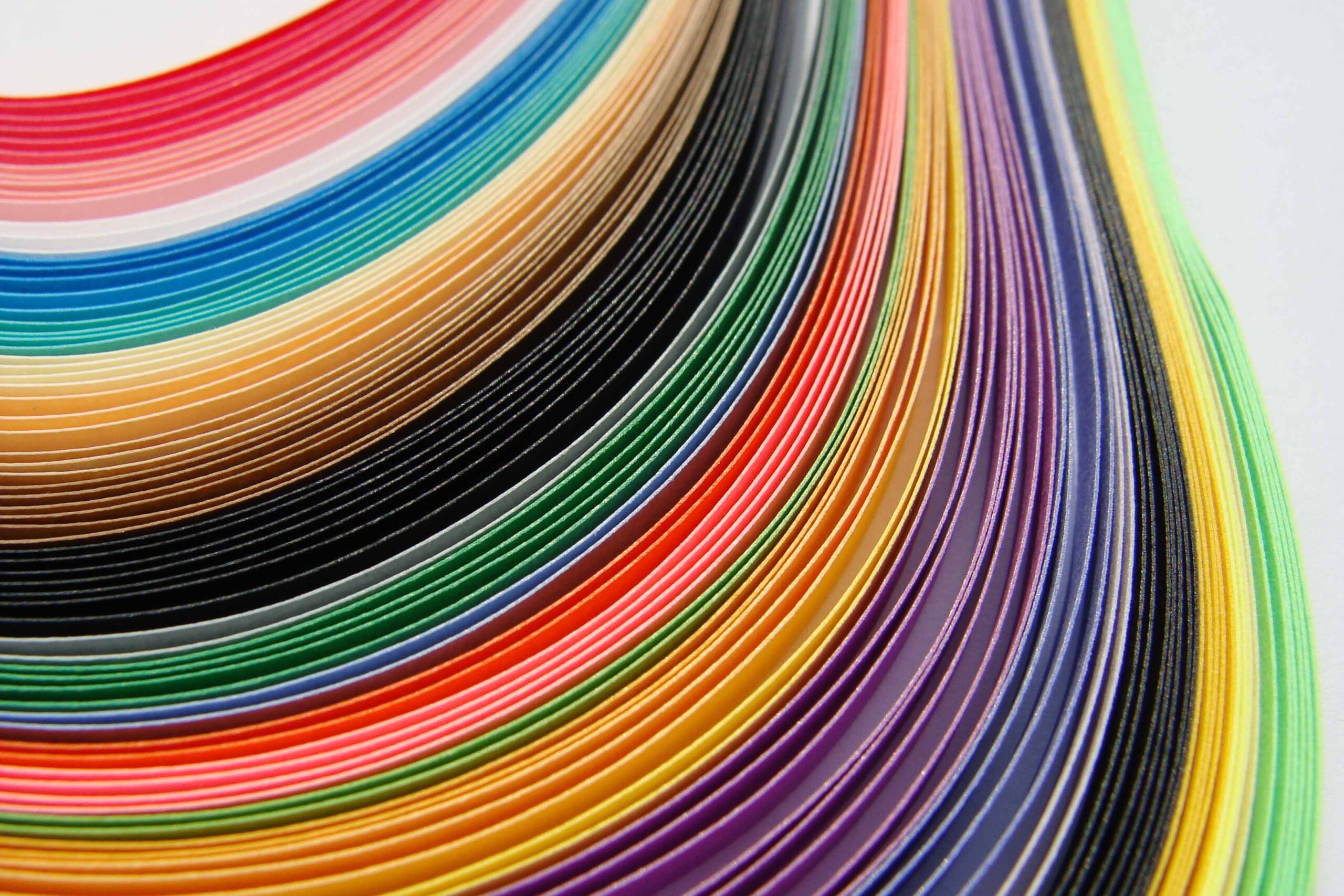 Idee DIY: bustine di carta da regalo colorate (video)