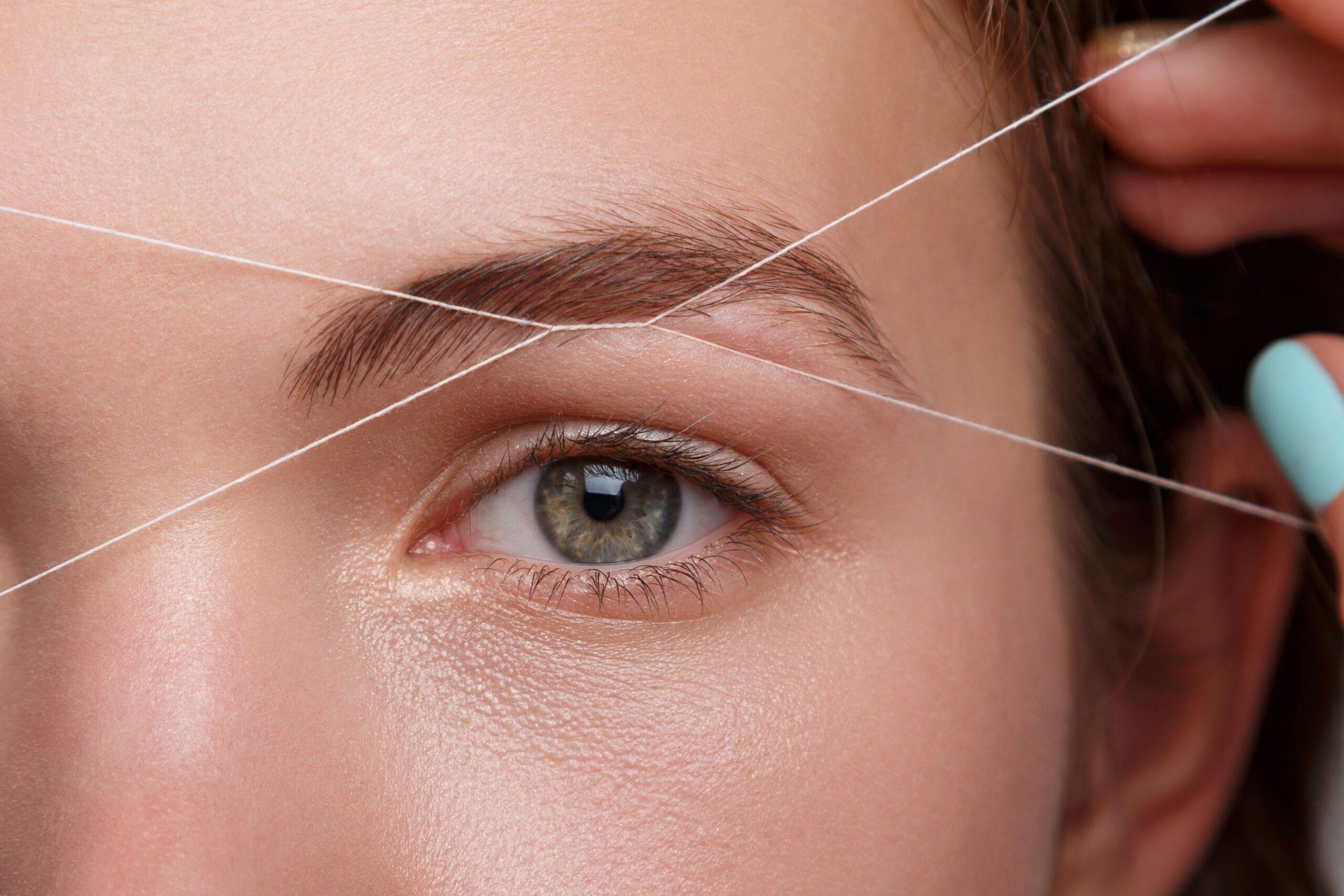 Come depilare le sopracciglia con il filo orientale