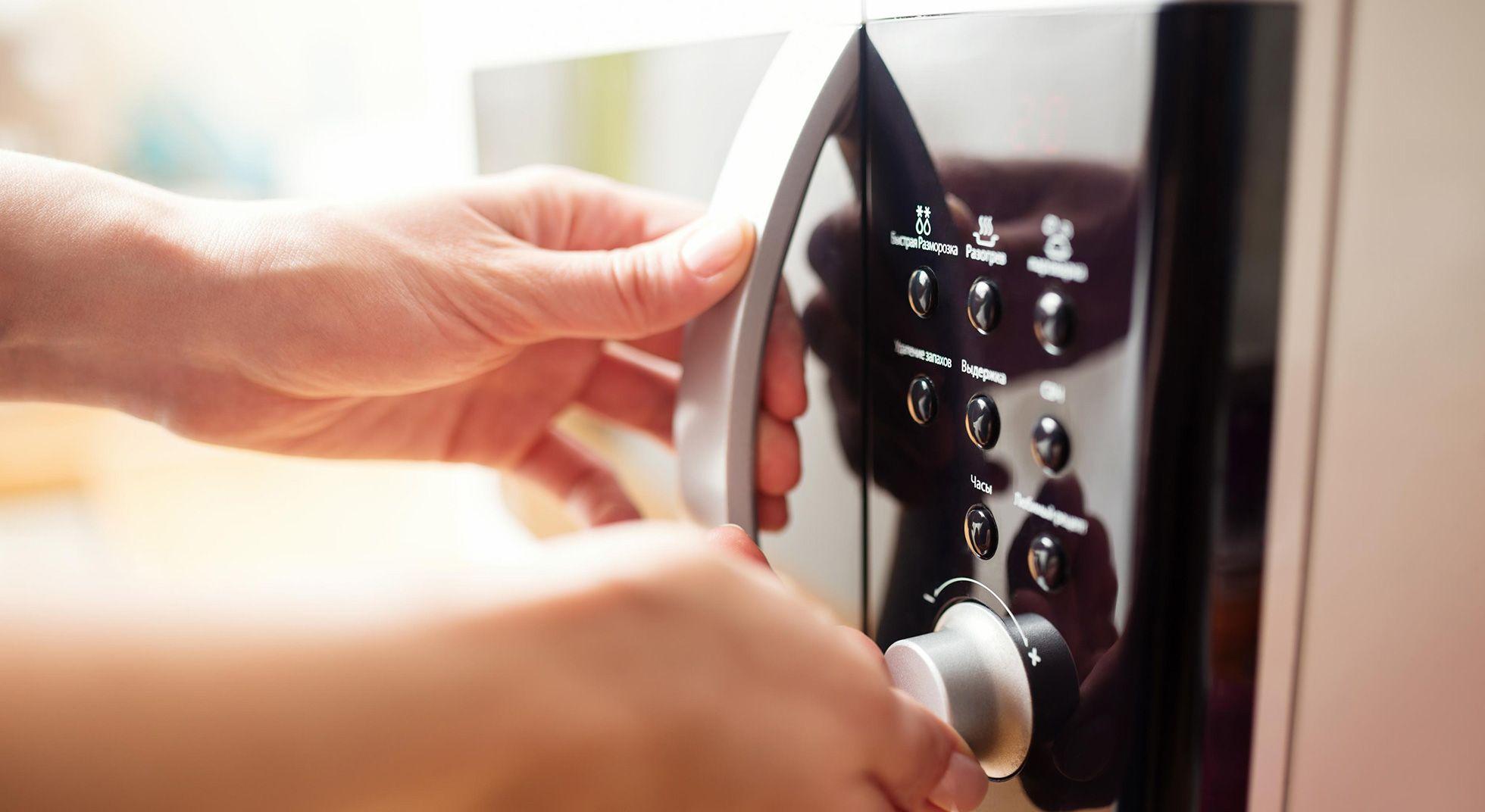 6 alimenti che non devi mai riscaldare al microonde