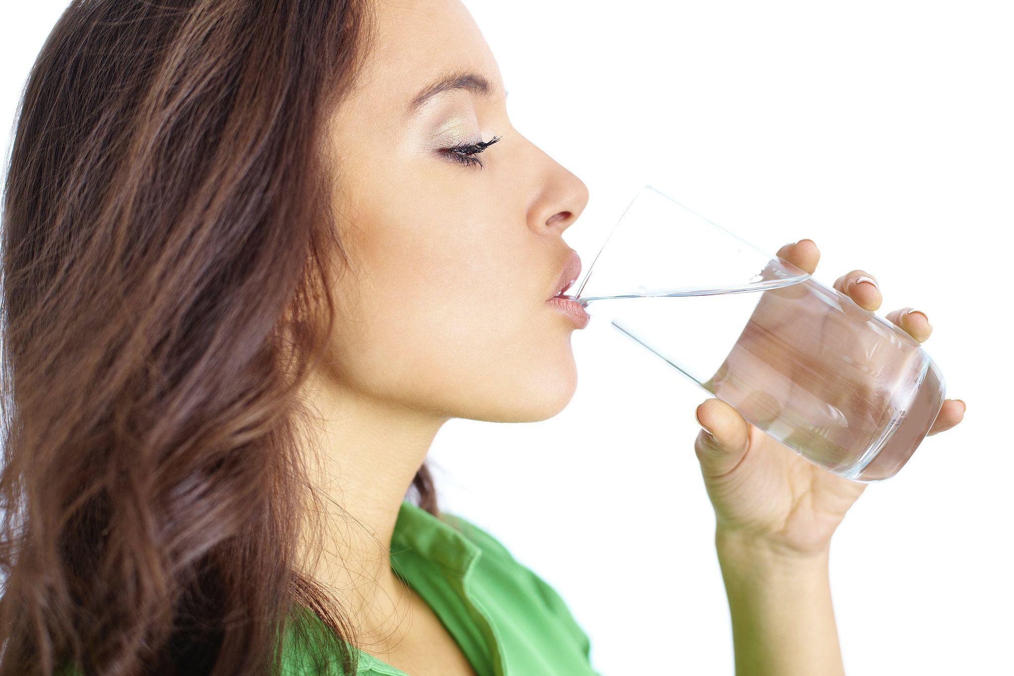6 cose che ti succedono se non bevi abbastanza acqua