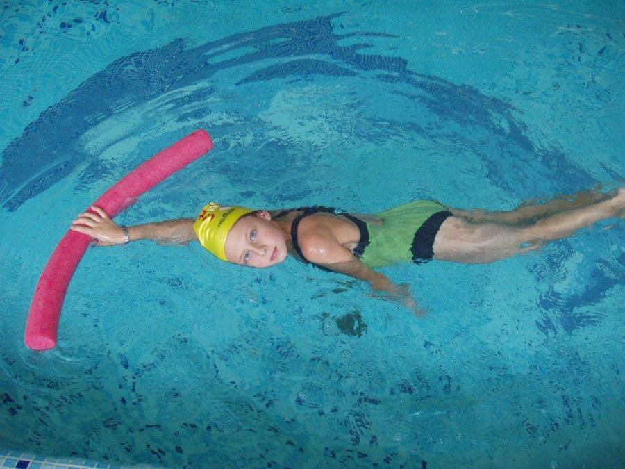 le lezioni di Acqua Pilates durano circa un'ora e si svolgono quasi tutte con l'acqua che arriva alla vita, appena sotto il petto o all'altezza delle spalle a seconda del tipo di esercizio