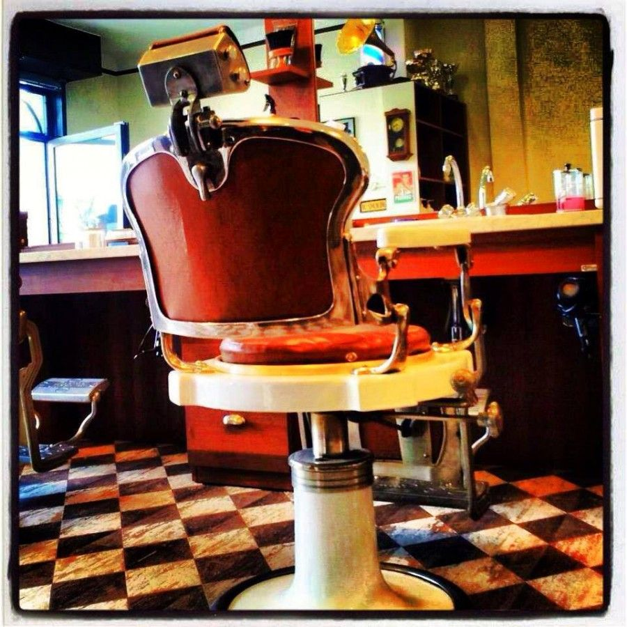 sedia vuota dal barbiere...