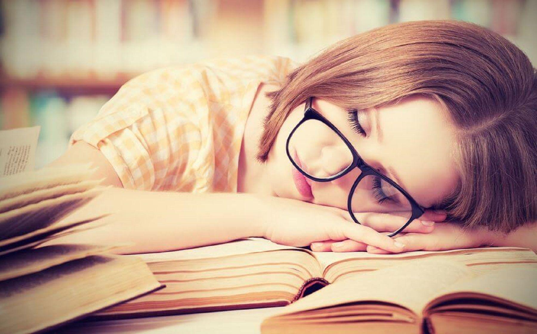 10 cose che succedono se non dormi abbastanza